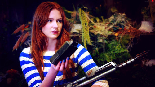 amy-in-dinosaurs-on-a-spaceship-amy-pond-33395199-500-281