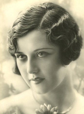True-Vintage-finger-wave