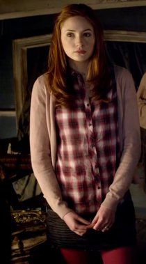 amy-pond-and-h-and-m-peach-cardigan-gallery