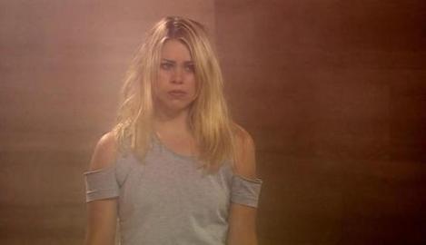 1x02-End-of-the-World-Screencap-Rose-Tyler-rose-tyler-3674475-500-288